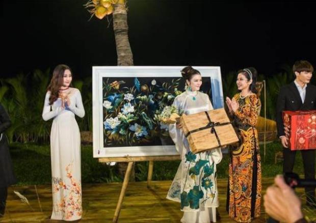 Thực hư chuyện Hoa hậu Đại dương 2017 đấu giá áo dài 700 triệu rồi lật kèo không lấy