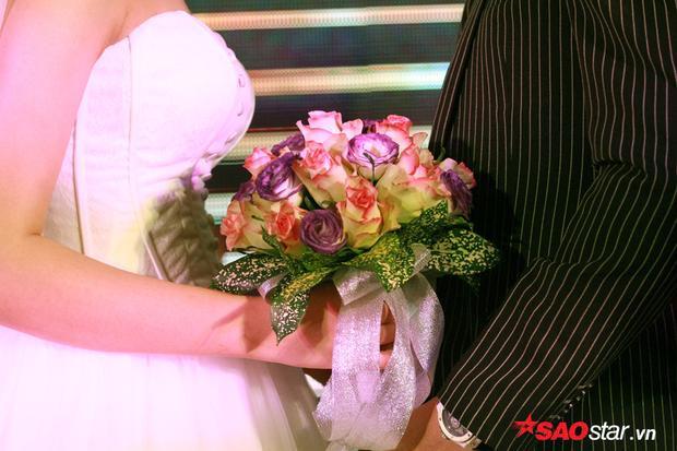 Khoảnh khắc thiêng liêng sau giây phút chính thức trở thành vợ chồng.