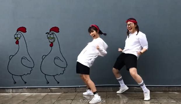 Clip nhái sticker siêu lầy lội của 2 cô gái Việt từng lên cả 9gag!