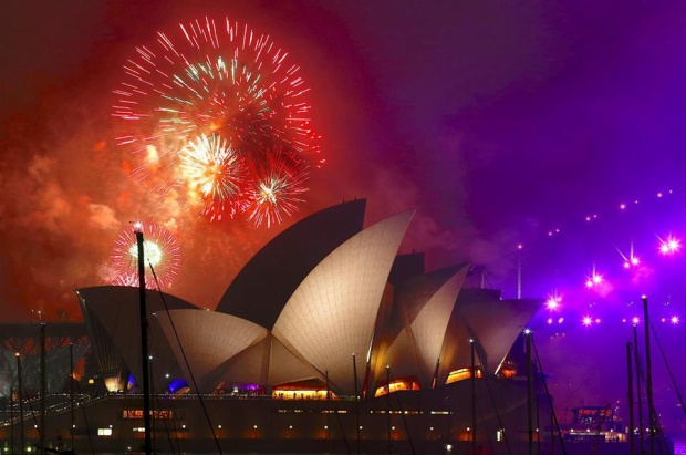 Pháo hoa ở Sydney được bắn lúc 21h. Đây là một trong những màn trình diễn trước đêm giao thừa.