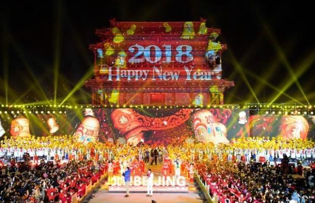 Trình diễn nghệ thuật chào đón năm mới ở Vĩnh Định Môn, Bắc Kinh, Trung Quốc.