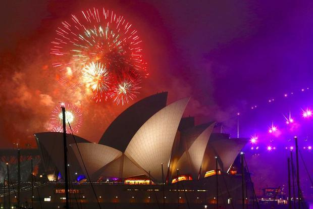 """Nếu kể tên những màn bắn pháo hoa mãn nhãn nhất trên thế giới trong đêm giao thừa chắc chắn không thể không nhắc tới cầu cảng Sydney,Australia. """"Đại tiệc ánh sáng"""" năm nay kéo dài 13 phút."""