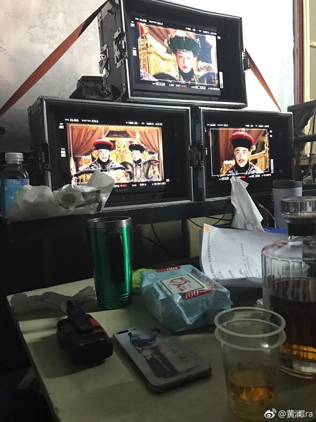 Bức ảnh hậu trường được nhà sản xuất Hoàng Lan đăng tải hé lộ cảnh quay với hai nhân vật chính cùng dòng trạng thái khiến fan đứng ngồi không yên.