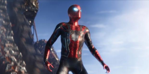 Mệt mỏi vì chờ đợi, fan tự làm phim 3D cho trận đánh giữa Người Nhện và Avengers