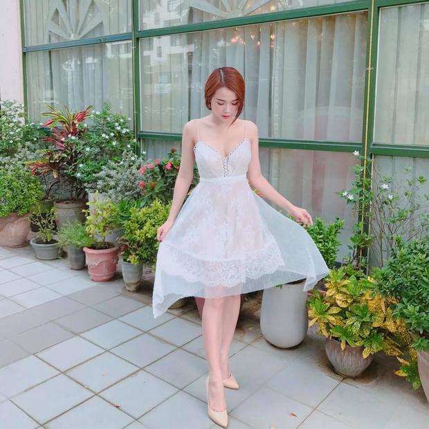 Ra phố với chiếc váy bồng bềnh, Sam xinh đẹp như một nàng công chúa.