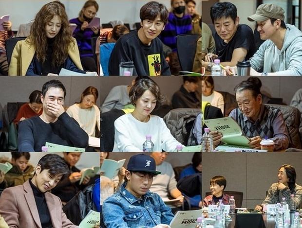 Dàn diễn viên chính trong buổi đọc kịch bản đầu tiên.