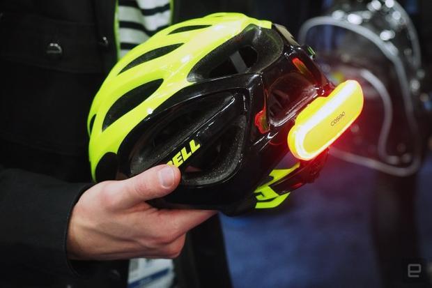 Đèn xi nhan thông minh dành cho người đi xe đạp, sẽ báo cho người thân khi bạn gặp sự cố