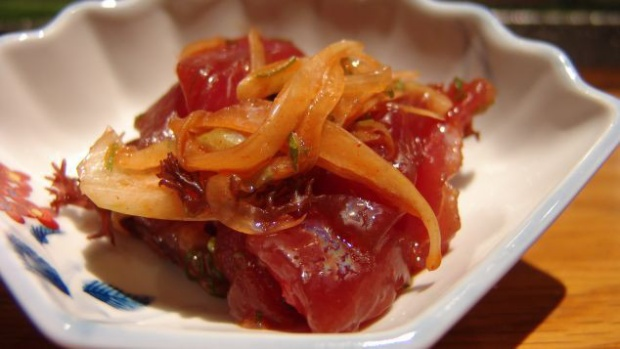 Poke là một cách chế biến sáng tạo tận dụng lượng cá dư thừa.