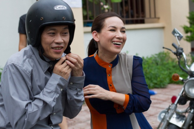 Phi Nhung bất ngờ tiết lộ Hoài Linh chỉ liếc chứ không dám nhìn vào mắt mình.