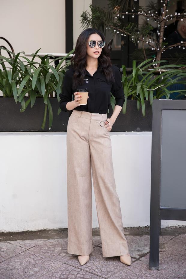 Quần cạp cao giúp tôn lên đôi chân dài thẳng tắp, đồng thời tạo sự thoải mái cho người mặc.