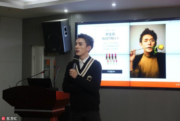 Cuối năm ngoái, Li được tuyển dụng làm giáo viên hướng dẫn về các phương tiện truyền thông tại Đại học Sư Phạm Giang Tô trong khóa học mang tên Cách viết và kỹ năng tương tác trên Taobao.