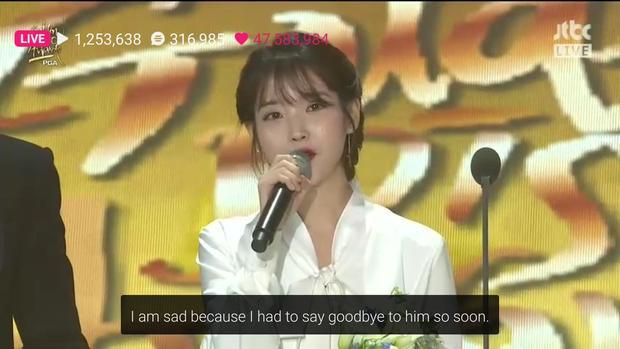 IU nhắc đến Jonghyun trong bài phát biểu của mình.