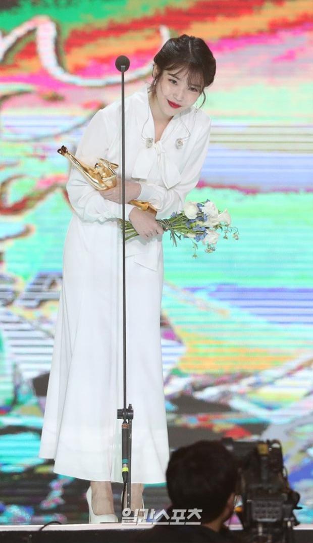 Cô đã đạt được giải thưởng quan trọng nhất ở GDA đêm đầu tiên.