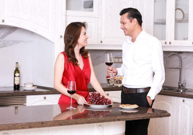 Đan Lê thường dành thời gian chia sẻ với đam mê đồ công nghệ cao của chồng.