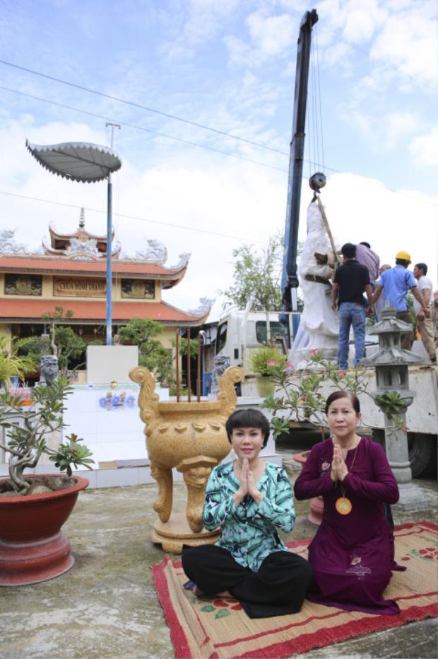 Nghệ sĩ Việt Hương chia sẻ đây là tấm lòng thành của mình gửi đến chùa Minh Thạnh và cũng ước mong được hồi hướng cho người mẹ quá cố của mình.