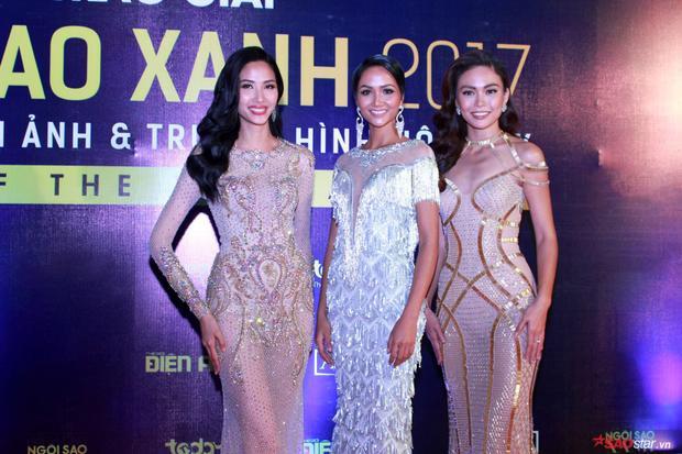 Minh Tú đọ dáng quyến rũ với Top 3 Hoa hậu Hoàn Vũ Việt Nam trên thảm đỏ