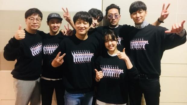 """Nam diễn viên Kim Dong Wook không giấu niềm vui sướng:""""Mọi thứ vượt quá trí tưởng tượng của tôi chỉ trong một thời gian ngắn. Một năm đáng nhớ trong quá khứ và sẽ còn tiếp diễn với một năm khó quên hơn nữa mới bắt đầu. Cảm ơn tất cả các bạn!"""""""