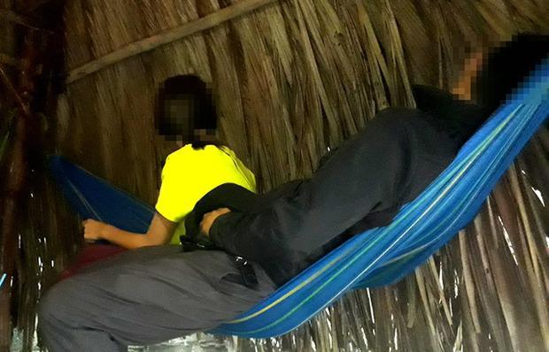 Một thôn nữ bị ép nằm chung võng cho khách sờ soạng tại quán cà phê Ngọc Lan 79 (trên địa bàn phường Đông Hòa, thị xã Dĩ An, tỉnh Bình Dương).