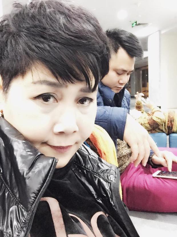 Minh Hằng khoe ảnh selfie với Tự Long