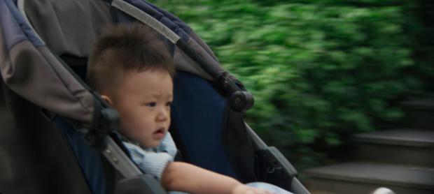 """Khiến đứa bé bị """"lạc trôi""""."""