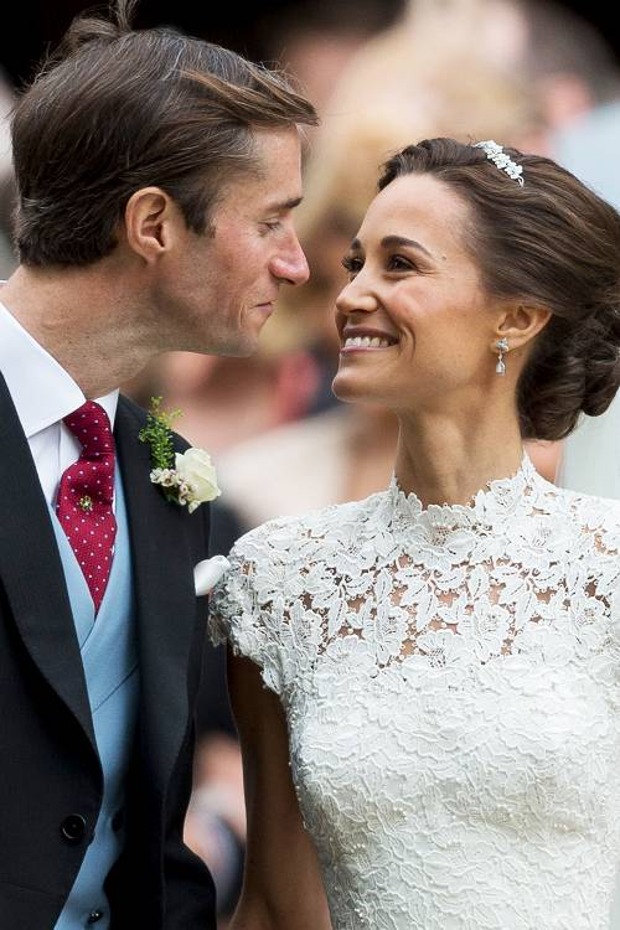 Pippa Middleton và chồngJames Matthews hạnh phúc trong lễ cưới.