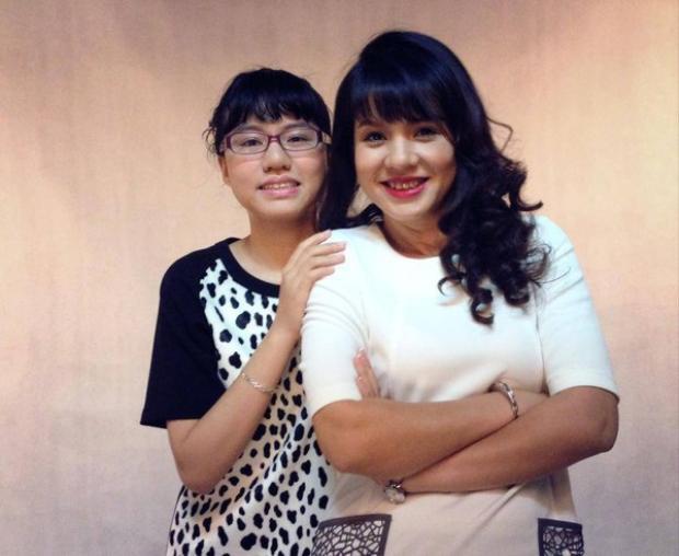 Diễm Quỳnh và con gái đầu lòng.