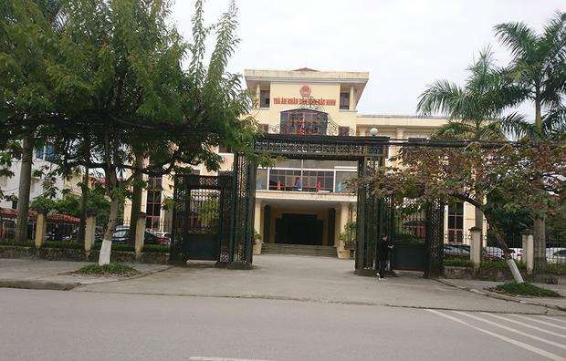 TAND tỉnh Bắc Ninh mở phiên phân xử vụ tài xế kiện cảnh sát giao thông vì bị phạt lỗi vượt đèn vàng. Ảnh: PĐ.