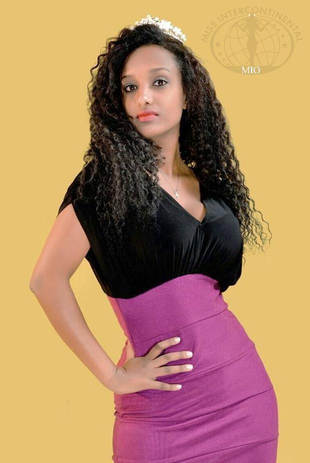 Đại diện Ethiopia có nhan sắc và gout thời trang quê mùa.