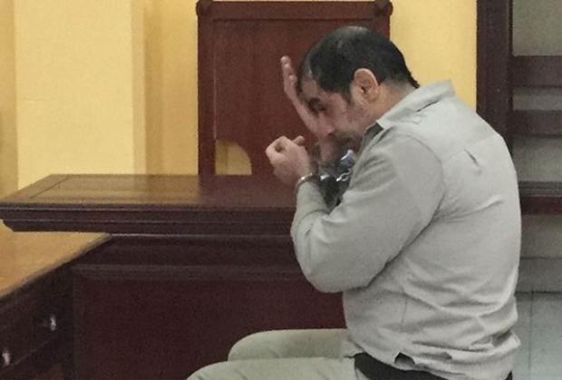 Bị cáo Parviz Dolati khai nhận hành vi trộm cắp. Ảnh: Duy Chiến