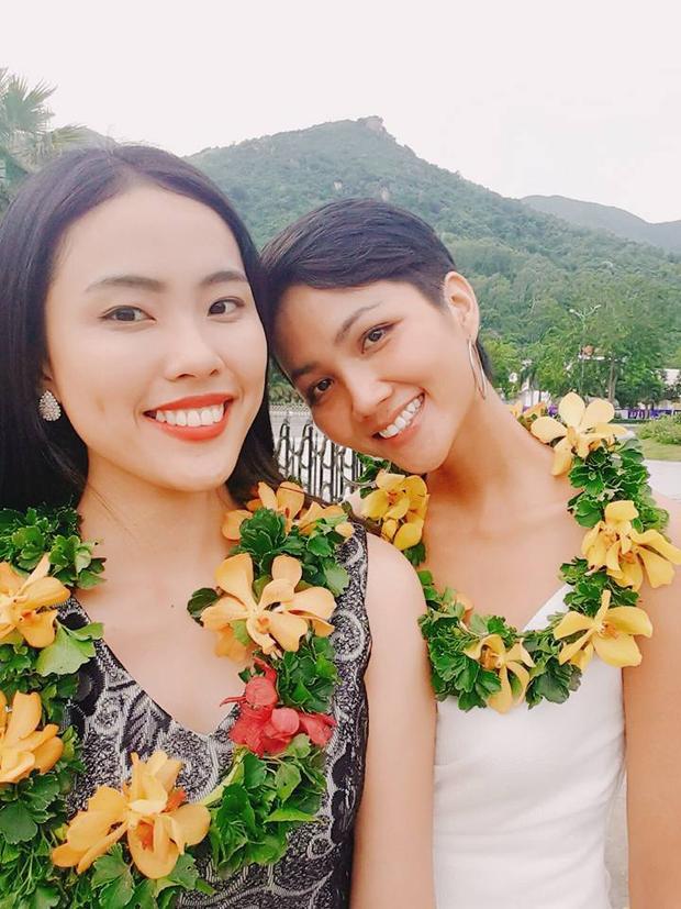 Bạn thi cùng tiết lộ HHen Niê từng buồn vì sợ Tết không đủ tiền lì xì cho các em ở quê