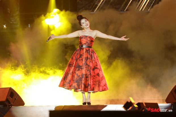 Lệ Quyên hạnh phúc vì trở lại 1 trong những sân khấu lớn đầu tiên cô từng được tham gia khi còn là một ca sĩ trẻ mới vào nghề.