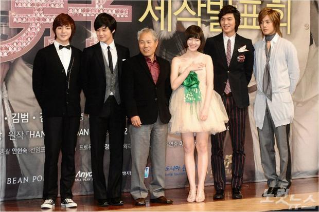 Đạo diễn Jeon Ki Sang cùng dàn cast của Boys Over Flowers
