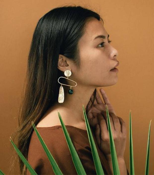 Bạn vừa muốn đeo hoa tai kim loại lại muốn gắn thêm đá thì đây là lựa chọn tuyệt vời dành cho bạn.