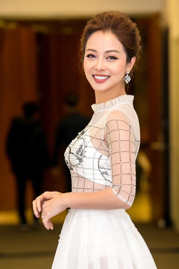 Ở tuổi 33, Jennifer Phạm được đánh giá là một trong những mỹ nhân có sự nghiệp, cuộc sống hôn nhân vẹn toàn, được nhiều người ngưỡng mộ.