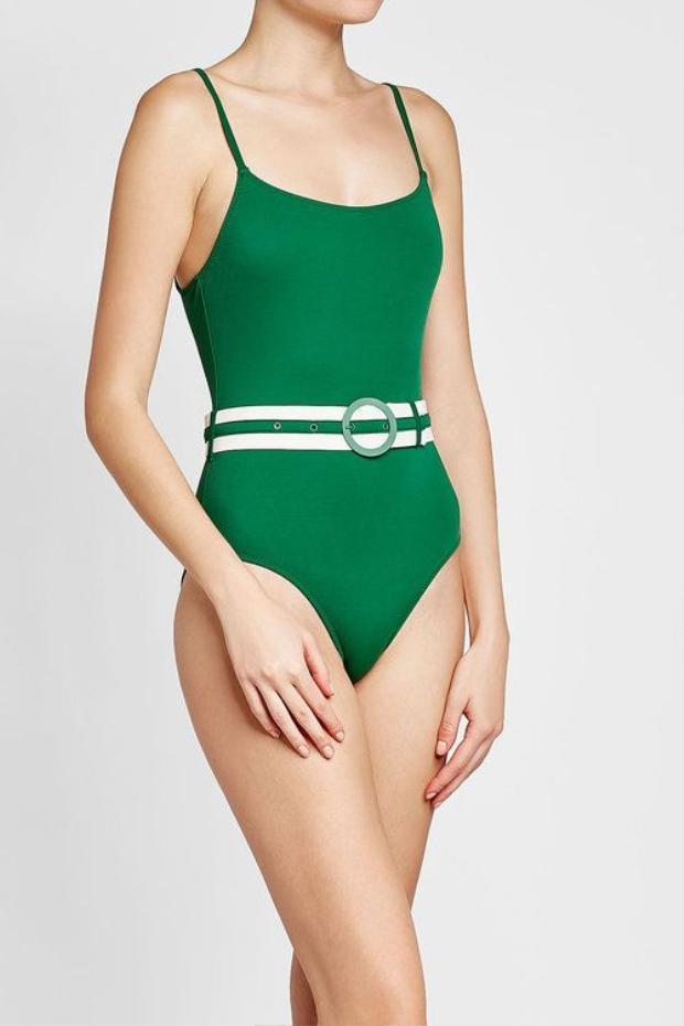 Những mẫu áo bơi này bạn có thể dễ dàng tìm thấy của thương hiệu đình đám Solid & Striped.
