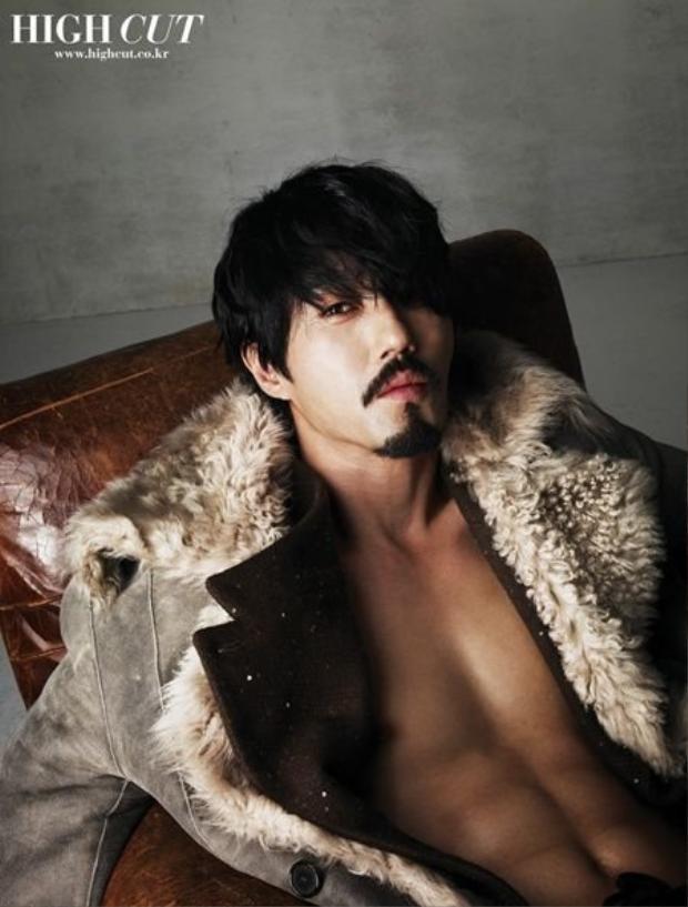 Ngưu Ma Vương ngoài đời vốn là quí ông hấp dẫn sexy đến thế này đây!