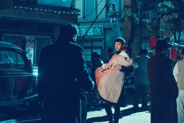 Son Oh Gong giải cứu Sun Mi ra khỏi thước phim