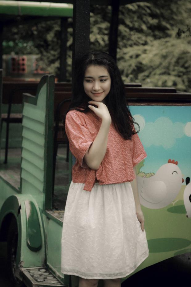 """Chia sẻ về ca khúc này, Hòa Minzy bật mí cô khá tâm đắc với đoạn """"Anh đừng tìm kiếm những tình yêu khác, những nụ hôn khác nơi nào, khi bên anh còn có em""""."""
