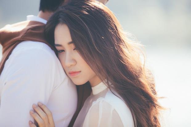 MV Tìm một nửa cô đơn là câu chuyện hoài niệm của cặp tình nhân về những nơi hai người từng đi qua.