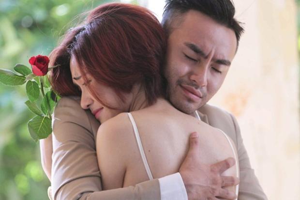 """Sự """"hợp cạ"""" đã giúp Hòa Minzy và Dustin Nguyễn có thể diễn xuất ăn ý khi vào vai một cặp tình nhân cùng nhiều cảnh quay lãng mạn."""