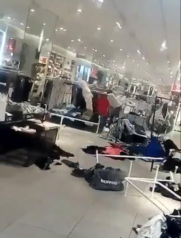 Nhiều người nhận nhận định việc H&M tại Nam Phi đóng cửa đã dẫn đến việc hàng trăm người bị thất nghiệp.
