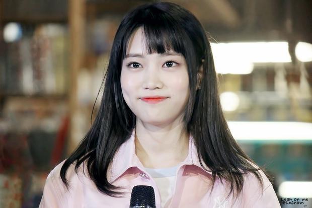 """Là thành viên """"sinh sau đẻ muộn' của DIA, lại bị bóng quá lớn của Chaeyeon làm lu mờ nên dù ở vị trí main vocal và sở hữu nhan sắc gây thương nhớ, Jooeun vẫn gặp rất nhiều khó khăn trong hành trình chinh phục khán giả."""