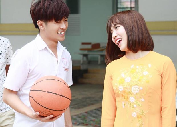 Cuộc tình không phân biệt tuổi tác giữa Đức Mẫn và cô giáo Diệu Hiền (Diệu Nhi đóng) là một trong những sức hút của phim.
