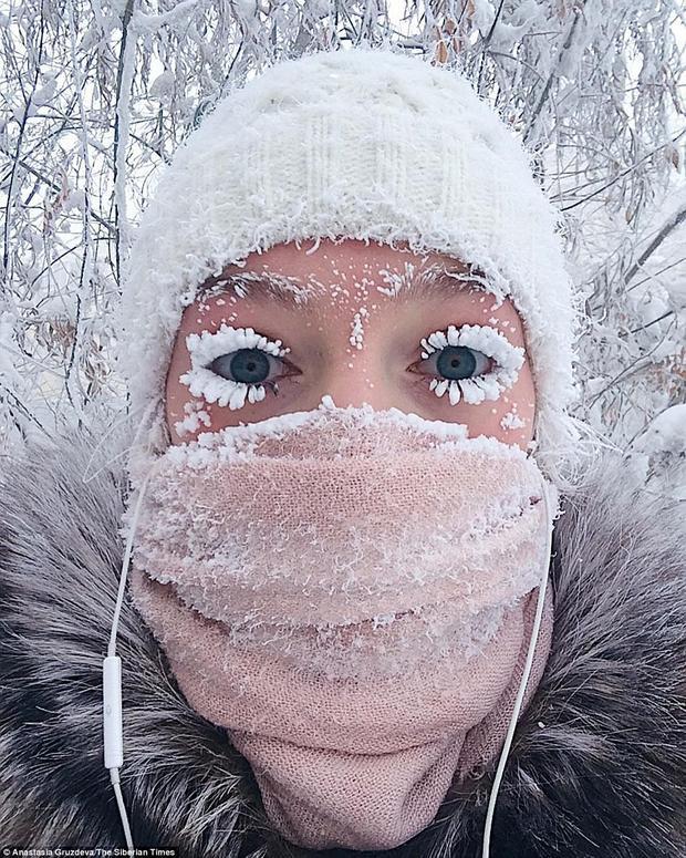 Chỉ cần ra đường vài phút, lông mi của người dân sẽ bị đóng băng.