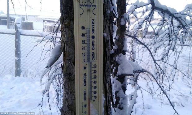 Nhiệt kế đo nhiệt độ tại ngôi làng này.
