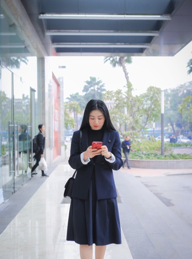 Theo chị Dung, cuộc sống luôn vận động và áp lực tiến lên, hoàn thiện bản thân hơn luôn đè nặng lên vai tất cả mọi người, không riêng gì phụ nữ hay đàn ông.