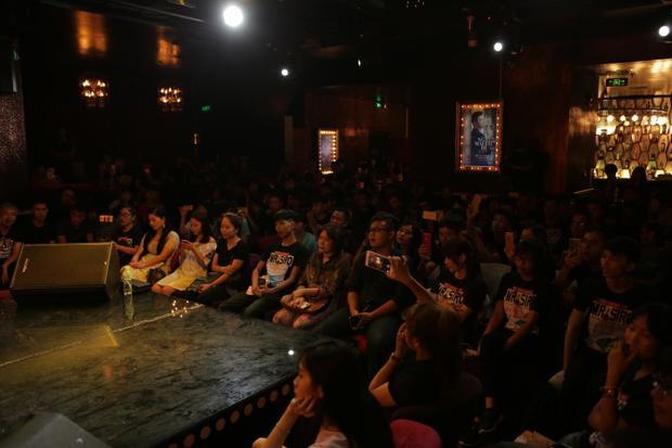 Đẳng cấp Mr. Siro: Nhạc sĩ có hẳn fanclub và còn đông hàng đầu Vpop