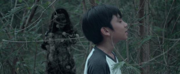 Vụ mất tích bí ẩn: Nam thần Thái Lan Mick Tongraya nhìn thấy hồn ma bạn thân thuở nhỏ