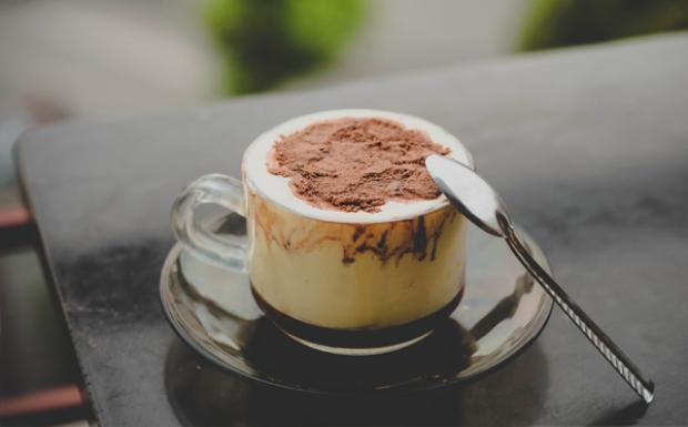 Khám phá ly cafe + trứng  Thức uống bình dân khiến hàng triệu người say đắm ở Hà Nội