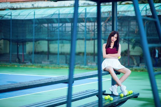 Lưu Hiền Trinh với phong cách sporty.